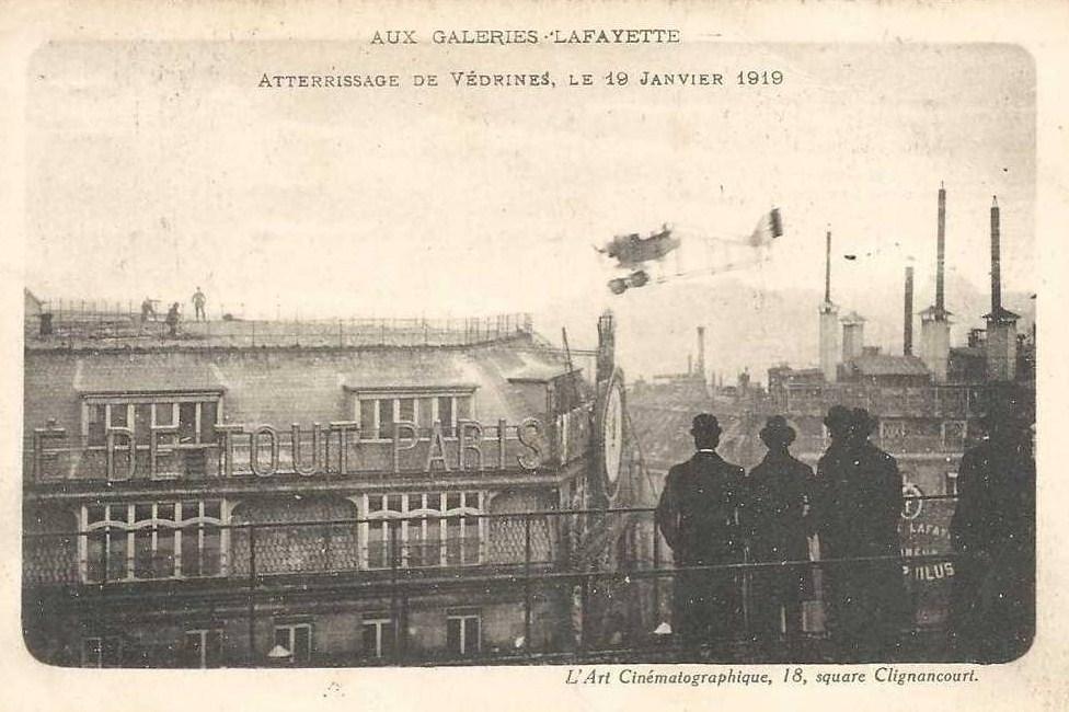 El aterrizaje sobre las Galerías Lafayette.