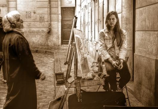 Un pintor y su modelo, en Montmarte.