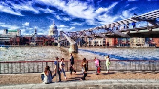 Puente del Milenio y Catedral de San Paul al fondo, Londres.