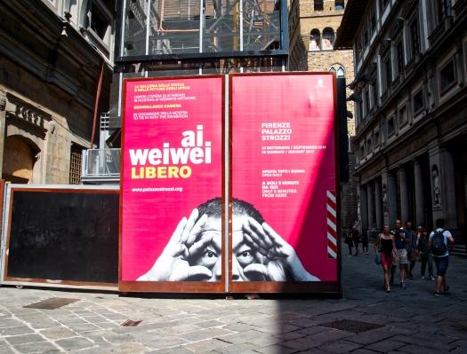 Cartel de Ai Weiwei en la Galería Uffizi.