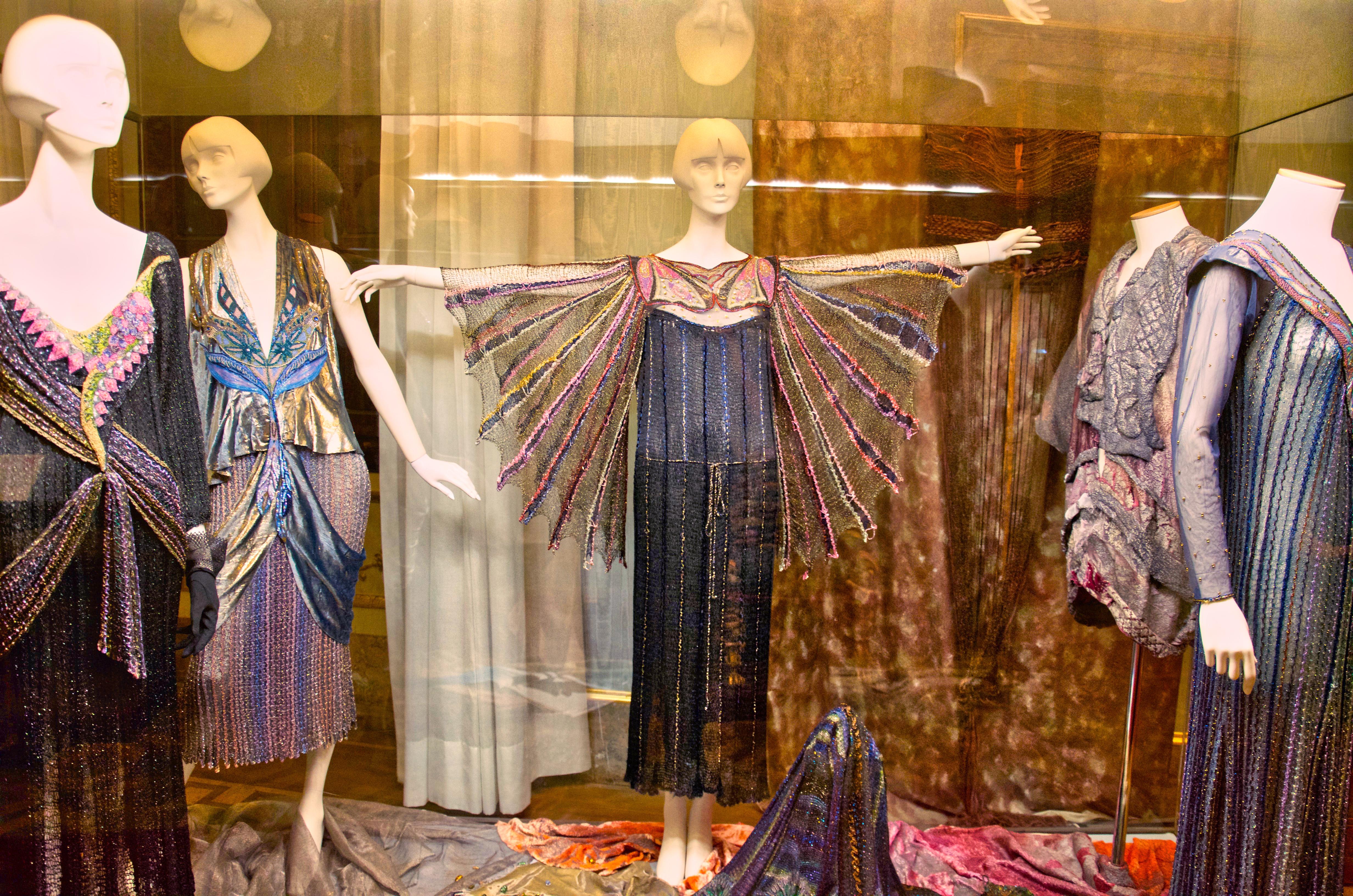 Vestido con alas, en el Pitti.
