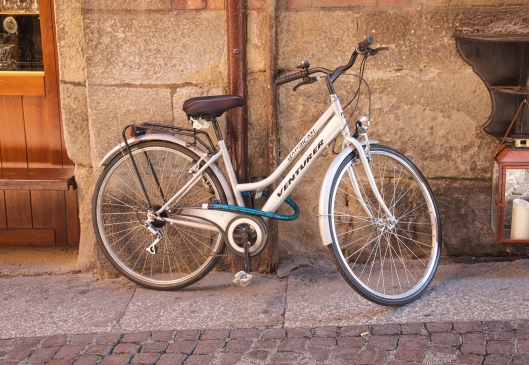 Bicicleta blanca.